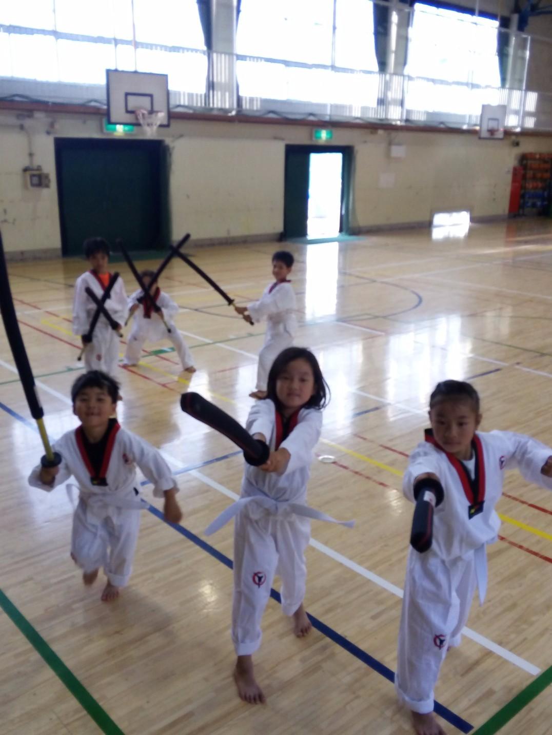 世田谷の運動クラブ!外遊び、かけっこ、忍者修行のゴーワイルド 三宿小学校忍者養成所とフラッグフットボール